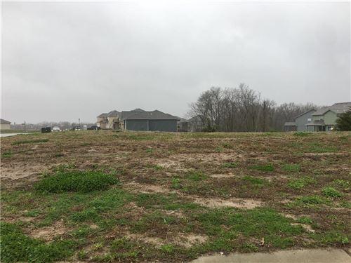 Photo of 5963 N Oak Creek Court, Parkville, MO 64152 (MLS # 2215370)