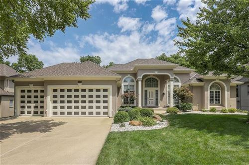 Photo of 6225 Northlake Drive, Parkville, MO 64152 (MLS # 2235609)