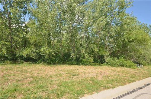 Photo of 8110 Westlake Drive, Parkville, MO 64152 (MLS # 2252657)