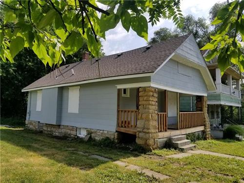 Photo of 2404 E 35th Street, Kansas City, MO 64109 (MLS # 2306691)