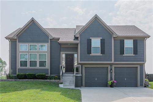 Photo of 11805 N Farley Avenue, Kansas City, MO 64157 (MLS # 2335783)