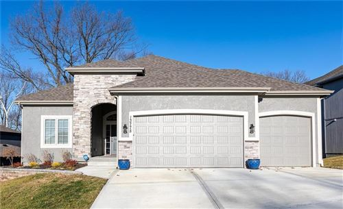 Photo of 13778 Clear Creek Drive, Parkville, MO 64152 (MLS # 2199811)