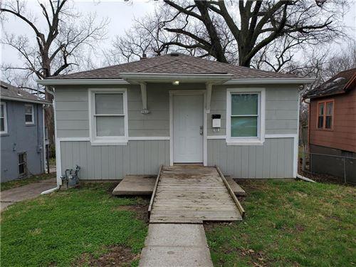 Photo of 3935 Jackson Avenue, Kansas City, MO 64131 (MLS # 2213894)