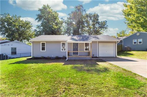 Photo of 7321 NE 51st Street, Kansas City, MO 64119 (MLS # 2244902)