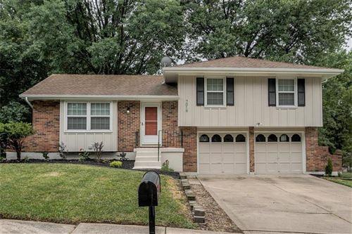 Photo of 7019 NW 77th Street, Kansas City, MO 64152 (MLS # 2228903)