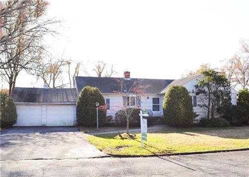 Photo of 15 Hemlock Circle, White Plains, NY 10605 (MLS # 5121160)