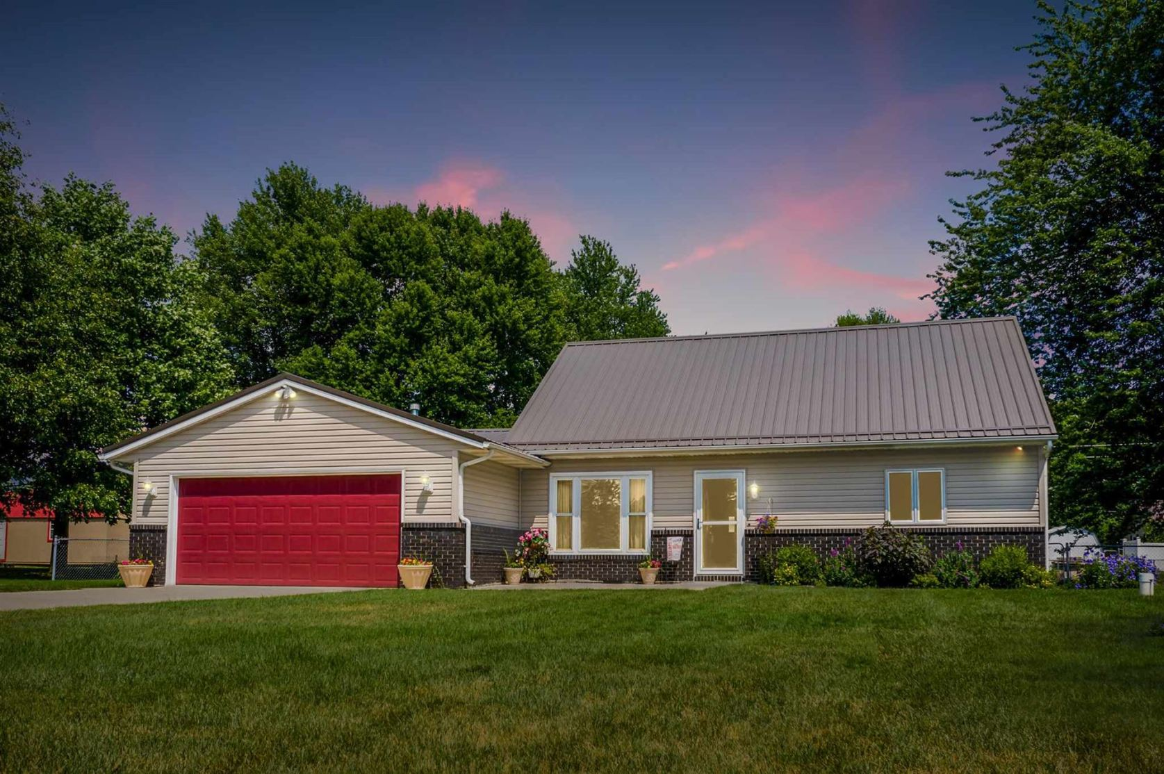 Photo of 1811 Ironwood Drive, Warsaw, IN 46580 (MLS # 202025086)