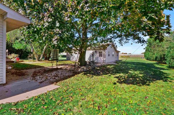 Photo of 584 W Clearwater Drive, Warsaw, IN 46582 (MLS # 202042173)