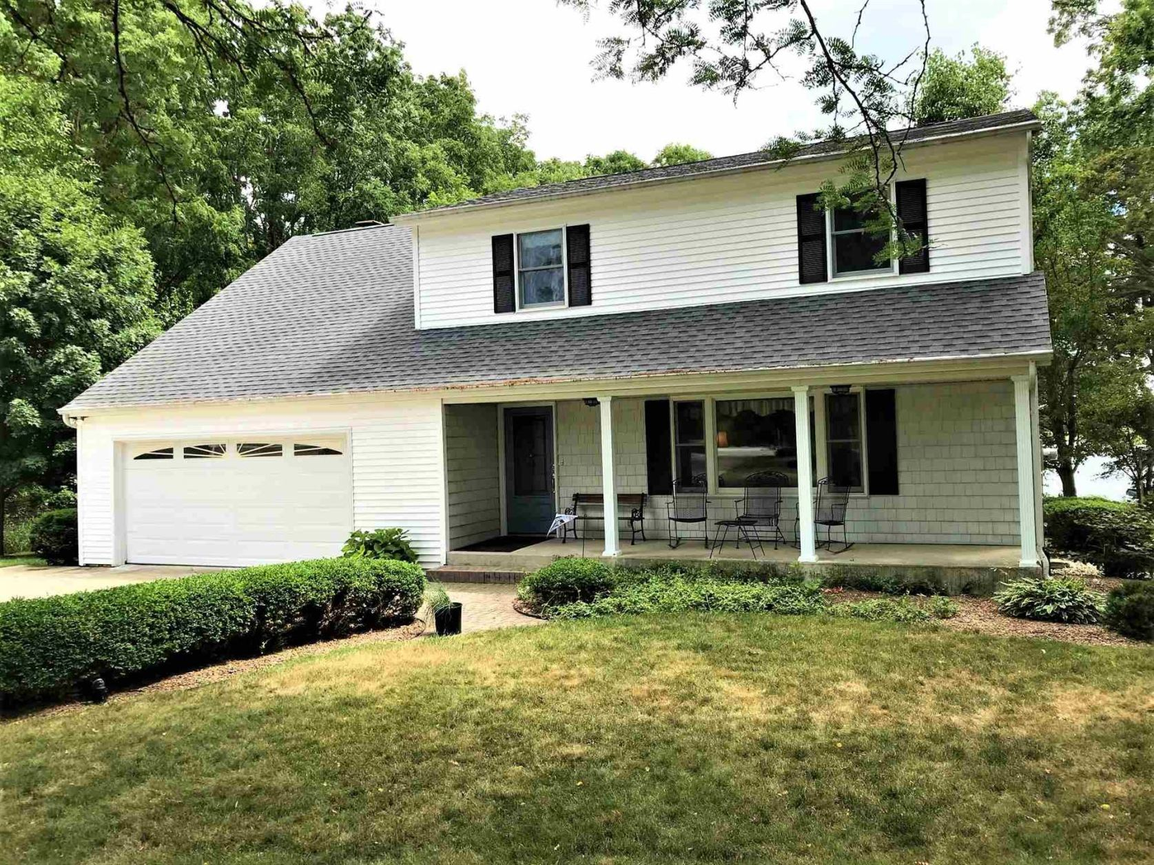 Photo of 3012 Country Club Dr S, Rochester, IN 46975 (MLS # 202026858)