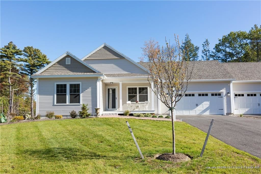 Photo for 4 Maxwell Woods Drive #25, Cape Elizabeth, ME 04107 (MLS # 1371114)
