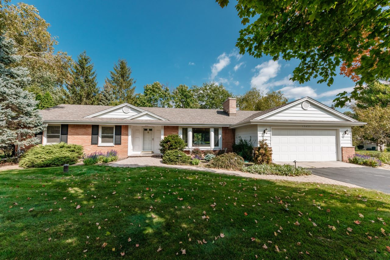 Photo for 13425 Tosca Ct, Elm Grove, WI 53122 (MLS # 1763039)