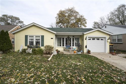 Photo of 746 N 112th St, Wauwatosa, WI 53226 (MLS # 1673216)