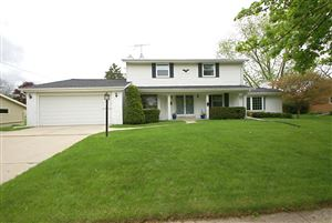 Photo of 915 Lynne Dr, Waukesha, WI 53186 (MLS # 1638313)