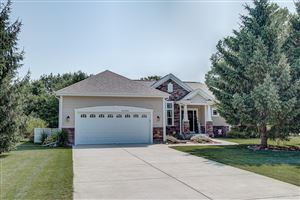Photo of W272N387 Hilltop Dr, Pewaukee, WI 53188 (MLS # 1650348)