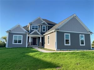 Photo of 8985 W Highlander Dr, Mequon, WI 53097 (MLS # 1664493)
