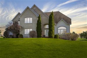 Photo of 7921 W Rolling Field Dr, Mequon, WI 53097 (MLS # 1638506)