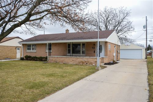 Photo of 4452 S 66th St, Greenfield, WI 53220 (MLS # 1668775)