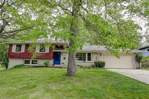 Photo of 713 Sweetbriar Dr, Waukesha, WI 53186 (MLS # 1691792)