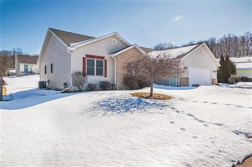 Photo of 452 Northview Trl, Hartford, WI 53027 (MLS # 1678831)