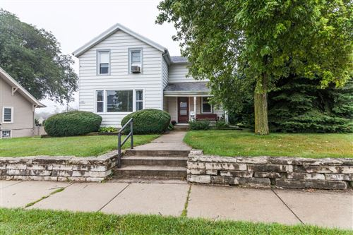 Photo of N89W16287 Main St, Menomonee Falls, WI 53051 (MLS # 1666909)