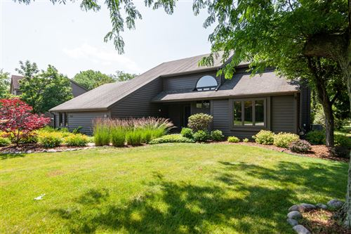 Photo of 3815 W Sherbrooke Dr, Mequon, WI 53092 (MLS # 1699966)