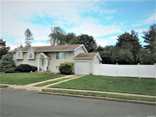 Photo of 109 Ridge Road, Wheatley Heights, NY 11798 (MLS # 3354266)