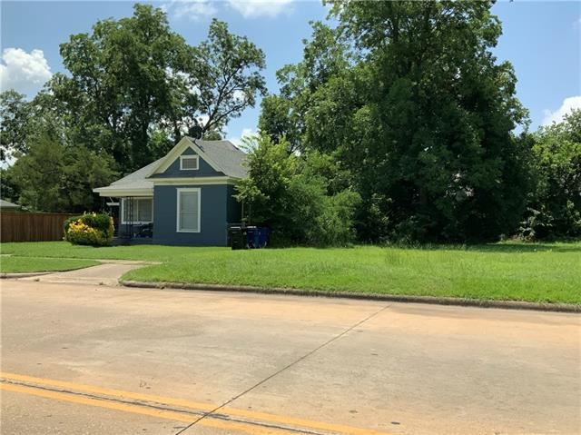 Photo for 912 W Crawford Street, Denison, TX 75020 (MLS # 14040201)