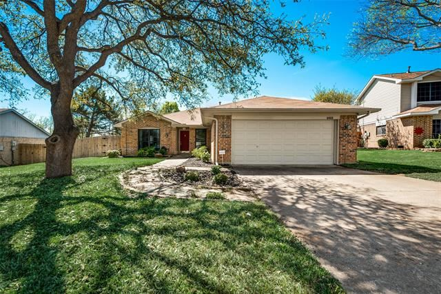 Photo for 202 Landover Drive, Euless, TX 76040 (MLS # 14309647)