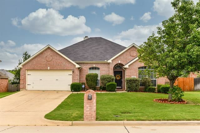 Photo for 1208 Vistawood Drive, Mansfield, TX 76063 (MLS # 14573712)