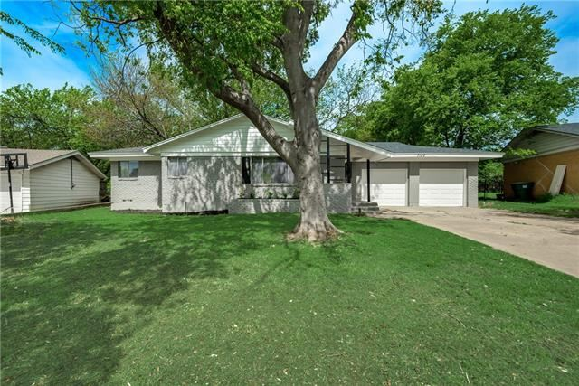 Photo for 7120 Overhill Road, Fort Worth, TX 76116 (MLS # 14137886)