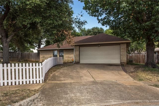 Photo for 3424 Fairmeadows Lane, Fort Worth, TX 76123 (MLS # 14182896)