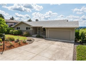 Photo of 9410 SE SUN CREST DR, Happy Valley, OR 97086 (MLS # 19566443)
