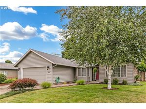 Photo of 634 S OAK PL, Canby, OR 97013 (MLS # 19679678)