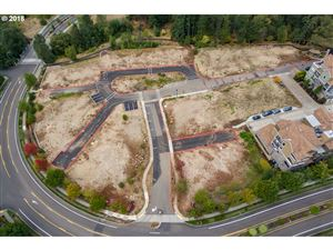 Photo of 11725 SE EAGLE CREST DR, Happy Valley, OR 97086 (MLS # 18234833)
