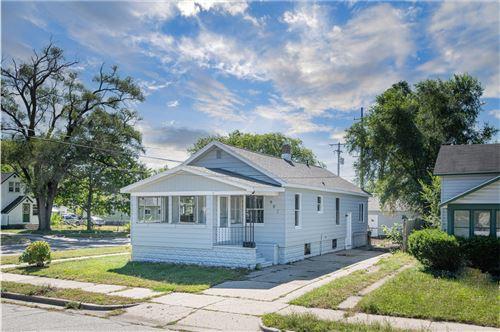 Photo of 995 E Dale Avenue, Muskegon, MI 49442 (MLS # 21106880)