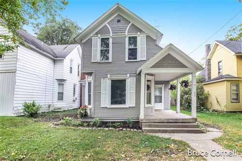 Photo of 921 Tamarack Avenue NW, Grand Rapids, MI 49504 (MLS # 20040952)