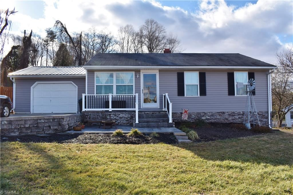 Photo of 129 Draughn Street, Mount Airy, NC 27030 (MLS # 1009068)