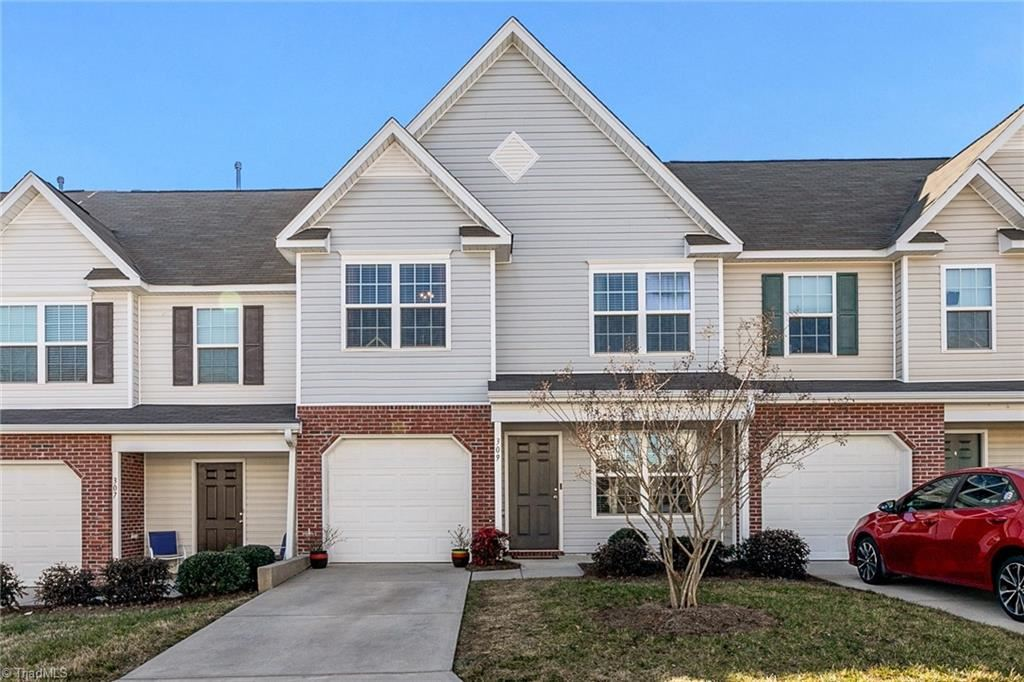 Photo of 309 Robyns Glen Circle, Greensboro, NC 27409 (MLS # 1010489)