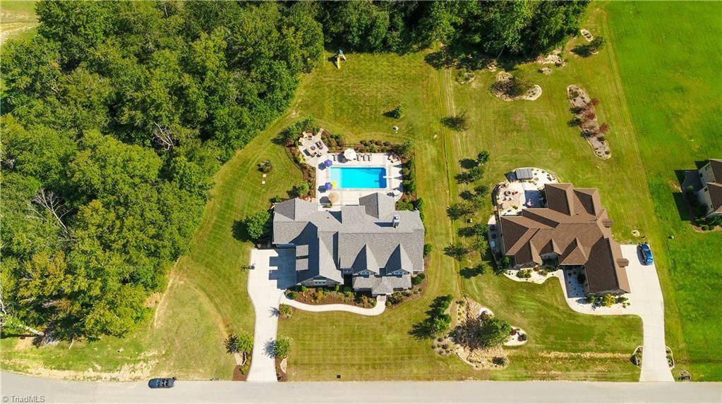 Photo of 6629 Linville Ridge Drive, Oak Ridge, NC 27310 (MLS # 996623)