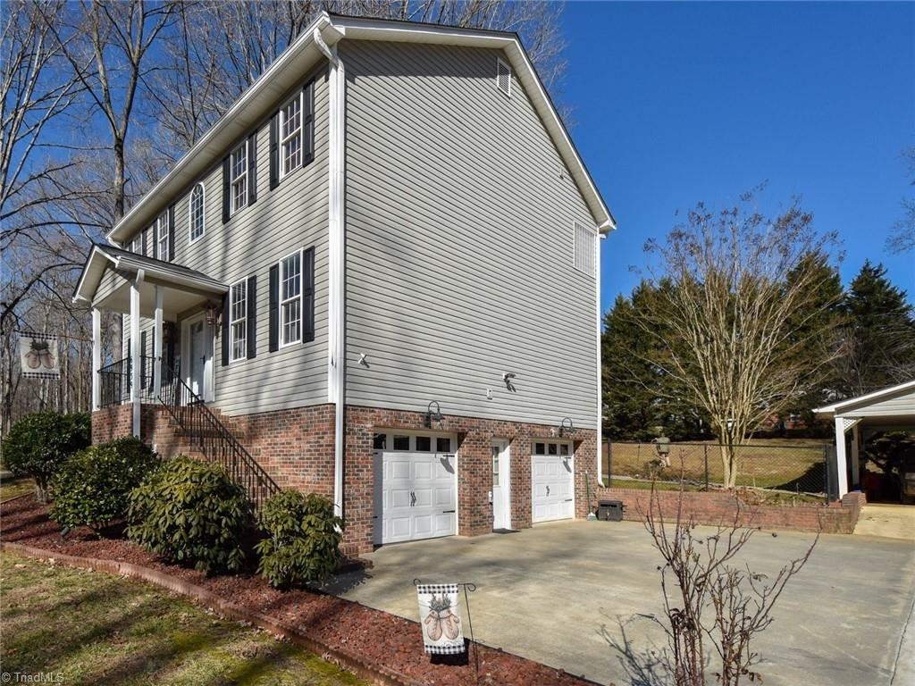 Photo of 6939 Mendelssohn Drive, Clemmons, NC 27012 (MLS # 1012660)
