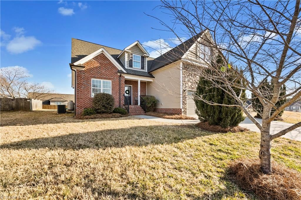 Photo of 132 Clubmoss Way, Clemmons, NC 27012 (MLS # 1013675)