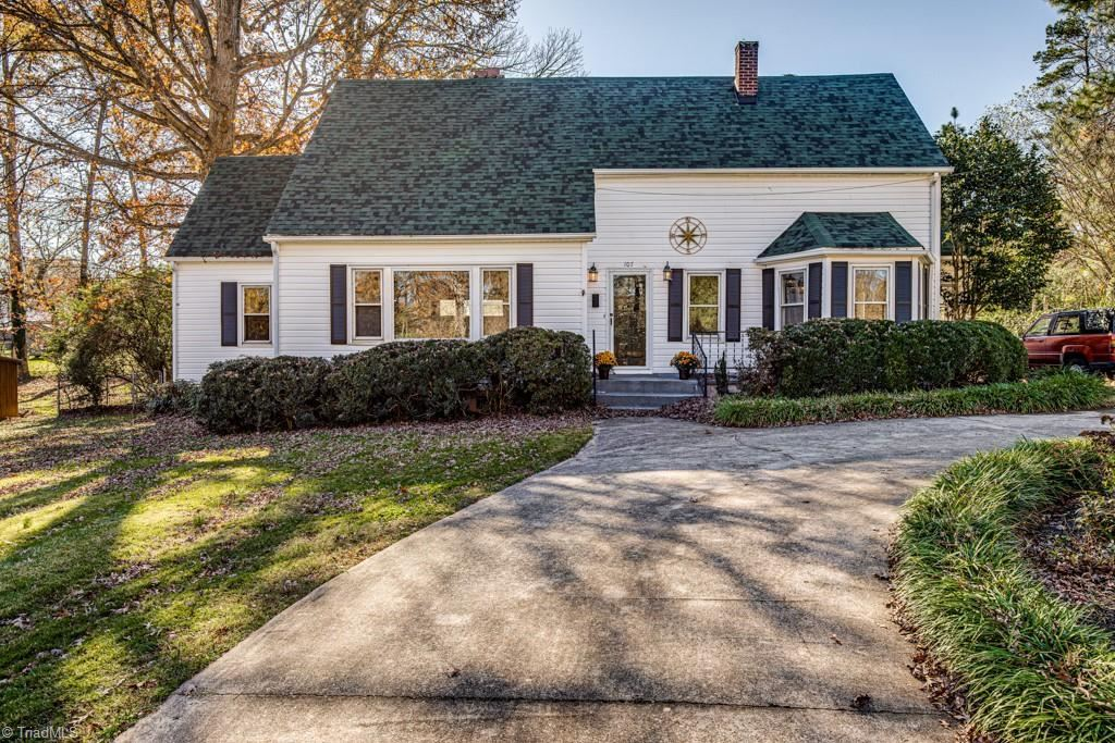 Photo of 107 Forest Drive, Thomasville, NC 27360 (MLS # 996943)