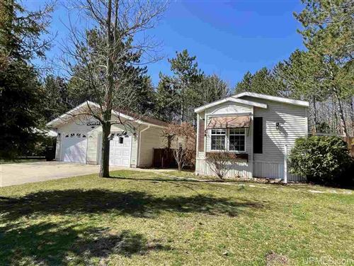 Photo of 34 Maple View Dr, Gladstone, MI 49837 (MLS # 1126215)
