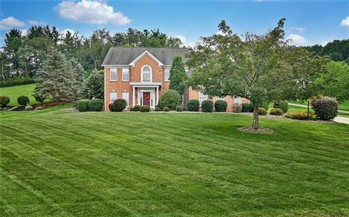 Photo of 209 Lakevue Dr, Cranberry Township, PA 16066 (MLS # 1522378)