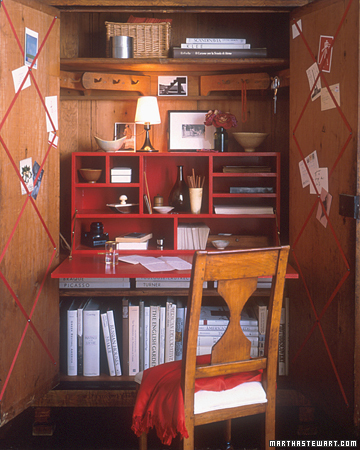 A small but functional home office (Image from www.marthastewart.com)
