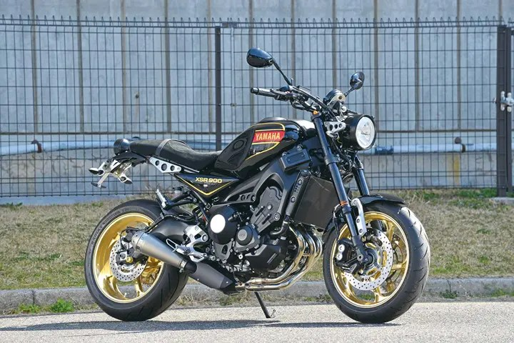 XSR900 Authentic Sport has a feel of the old Mars RD350.