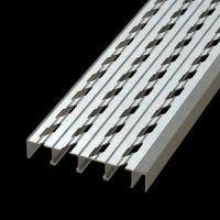 DIAMONDBACK - Stair Treads - Aluminum - T7091502 | McNICHOLS