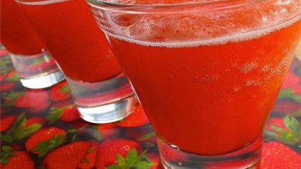 Luscious Slush Punch-14 New Year's Drink Ideas: Boozy and Booze-Free   winterandsparrow.com #newyearsdrinkideas
