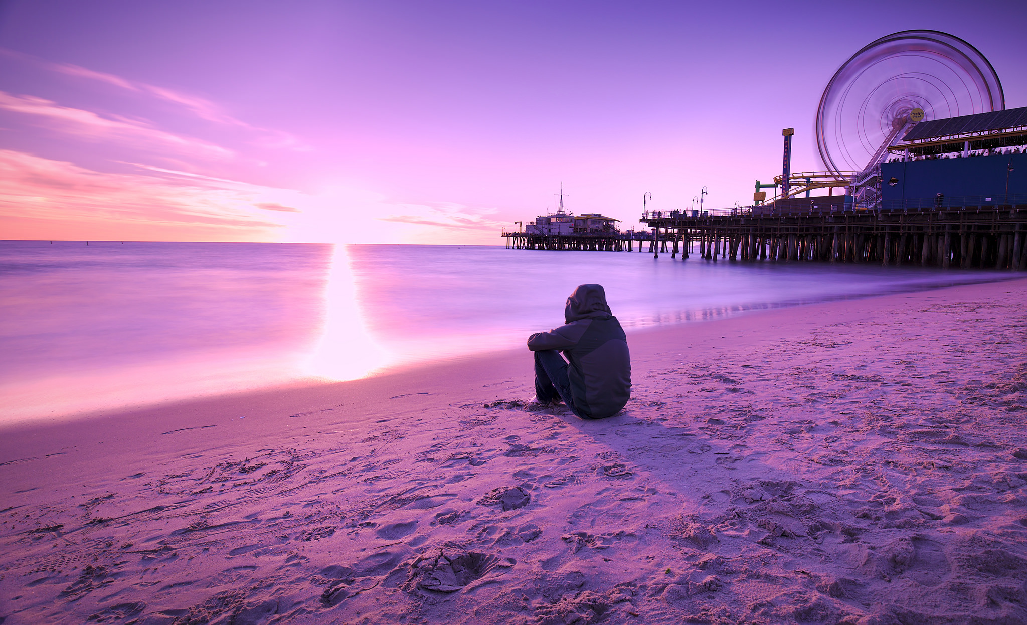 Alone Girl In Beach Wallpaper The Science Of Loneliness Lonely People S Brains Perceive