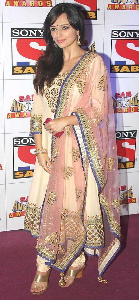 Roshni Chopra Simple Look at SAB Ke Anokhe Awards 2012